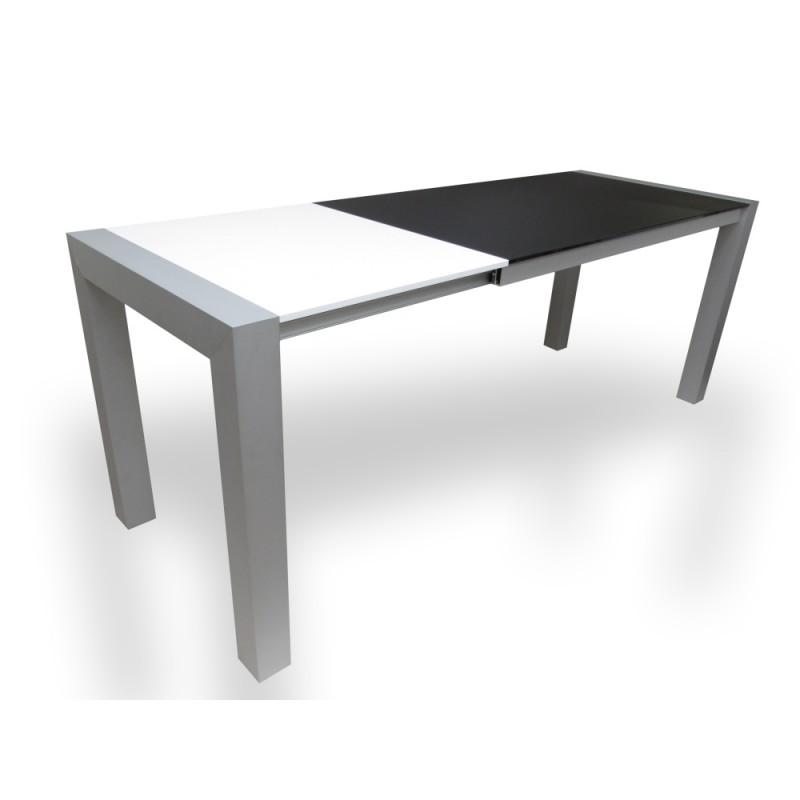 Moderní rozložený jídelní stůl