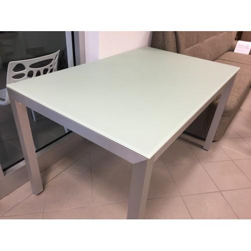 Moderní jídelní stoly na míru dýhovaná deska